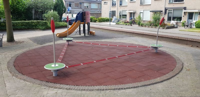 Bodensystem mit Slackline in den Niederlanden